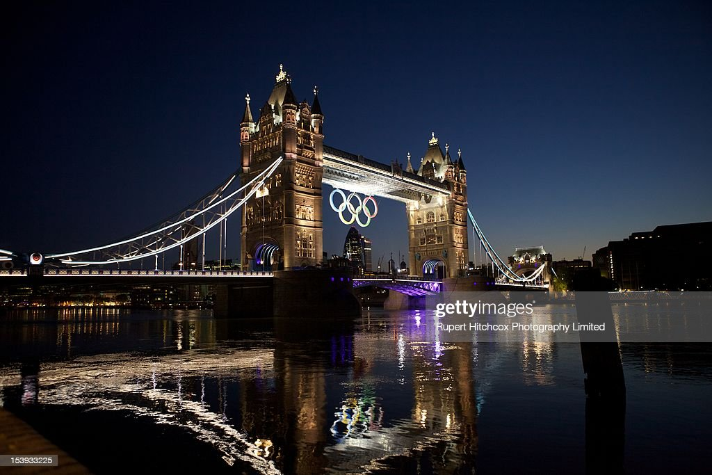 Tower Bridge with the Olympic rings : News Photo