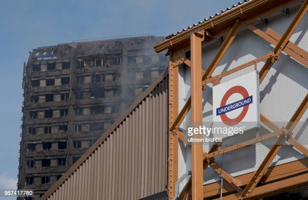 LondonUK 14th June 2017 View of smouldering remnants of Grenfell Tower in West LondonUK© Julio Etchart/Alamy Live News