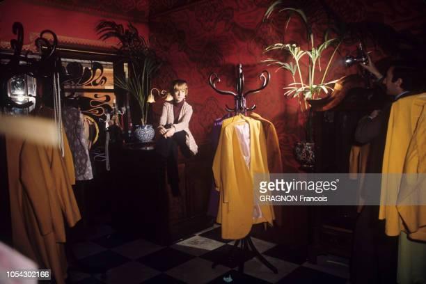 Londres Royaume Uni le 21 mars 1966 La boutique BIBA créée par la modéliste Barbara Hulanicki et son mari Stephen FitzSimon à Kensington Le décor Art...
