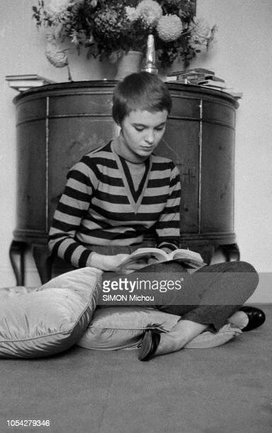 Londres RoyaumeUni 21 novembre 1956 L'Américaine Jean SEBERG a été choisie parmi huit mille jeunes filles par le réalisateur Otto Preminger pour...
