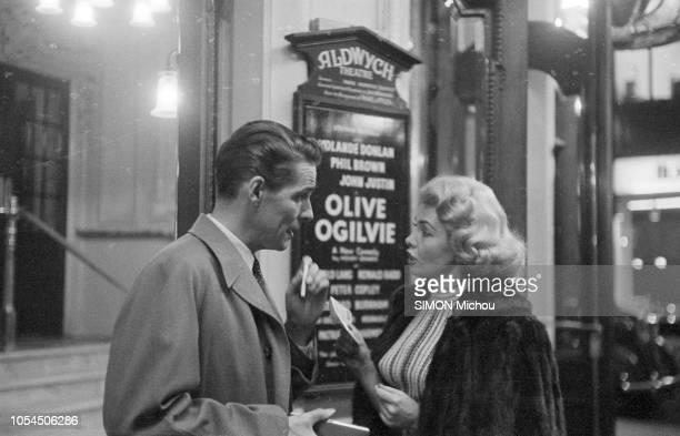 Londres RoyaumeUni 29 mars 1957 La nouvelle comédie de Henry Denker 'Olive Ogilvie' inspirée de la vie de Marilyn Monroe est donnée au théâtre...