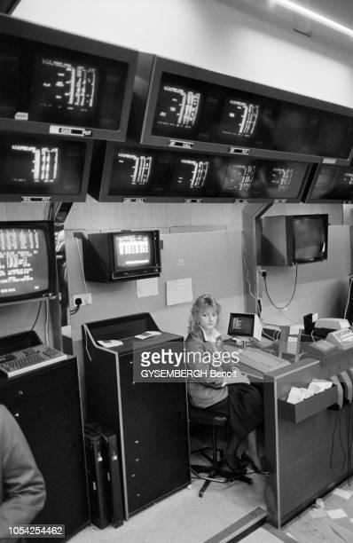 Londres RoyaumeUni avril 1987 La bourse de Londres Le tableau des valeurs du London Stock Exchange