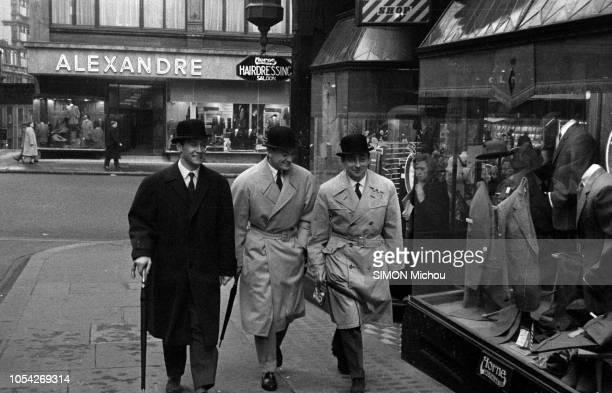 Londres RoyaumeUni mars 1957 Dix comédiens français se sont rendus à Londres pour représenter leur pays à l'occasion du 2e Festival du film français...
