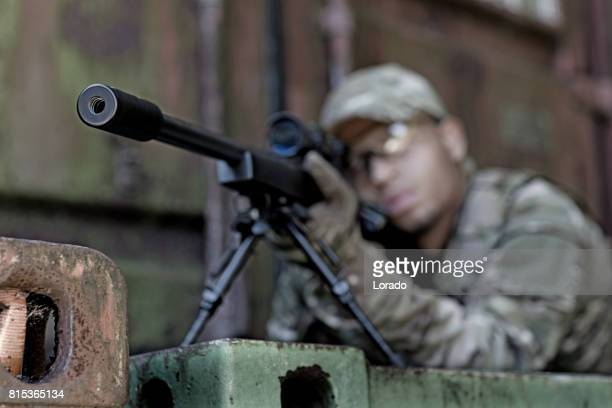 lone african american male soldier in outdoor setting - sniper imagens e fotografias de stock