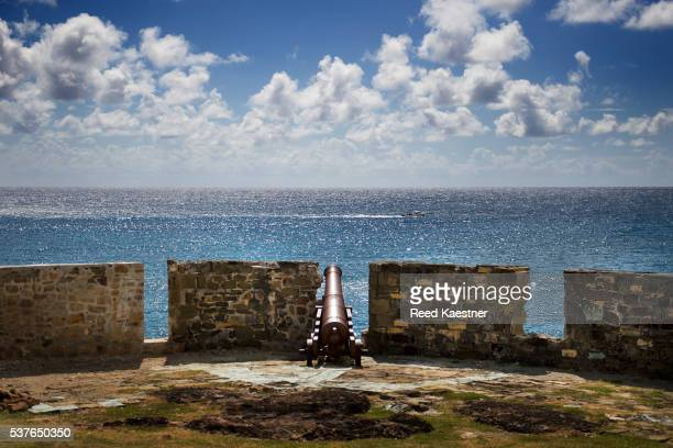 a lone cannon at fort berkeley, antigua - royal navy stock pictures, royalty-free photos & images