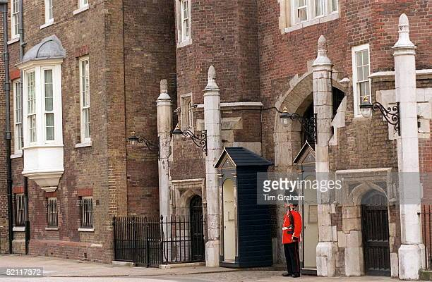 Lone Guardsman Outside St James's Palace, The London Home Of The Prince Of Wales, Where The Body Of Diana, Princess Of Wales, Lies In The Chapel.