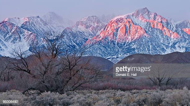 lone pine peak at dawn - lone pine california stock pictures, royalty-free photos & images