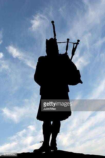 lone scottish bagpiper - bagpipes stock pictures, royalty-free photos & images