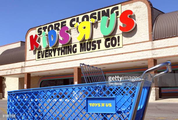 A lone ToysRUs shopping cart is seen in front of a closed KidsRUs store April 1 2004 in Chicago Petco Animal Supplies has said it plans to acquire...