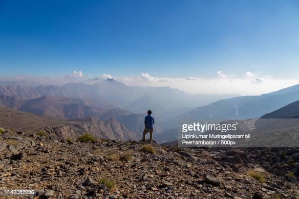 lone traveler - ras al khaimah stock pictures, royalty-free photos & images