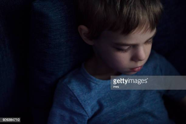 lonely boy - sad child stock pictures, royalty-free photos & images