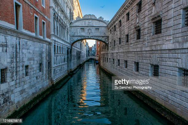 lonely bridge - venice italy stock pictures, royalty-free photos & images
