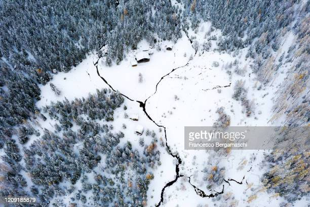 lonely chalet in the forest in winter with deep snow. - italia stockfoto's en -beelden