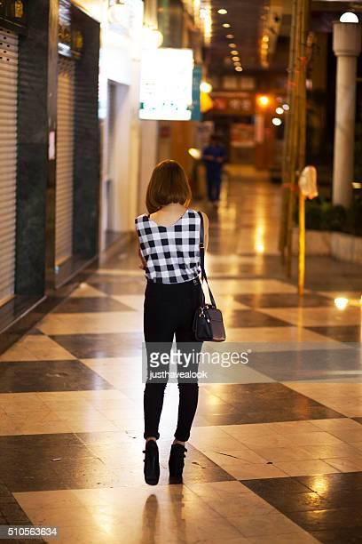 Einsam Nacht zu Fuß in Bangkok