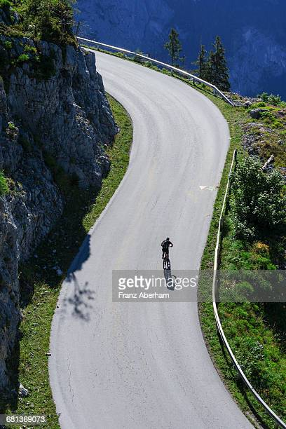lonesome cyclist on mountain road - franz aberham foto e immagini stock