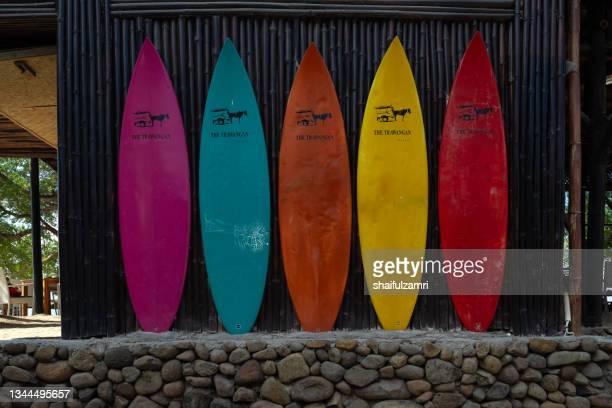 long and multi colored surfing boards at kuta village of lombok, indonesia. - shaifulzamri imagens e fotografias de stock