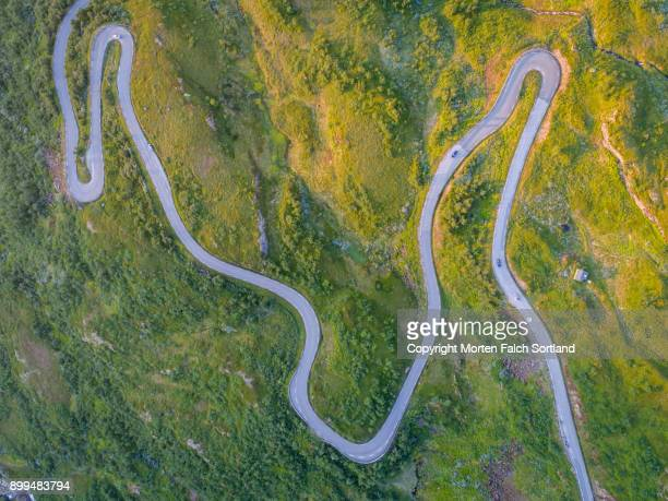 long and winding road, norway - mountain road stock pictures, royalty-free photos & images