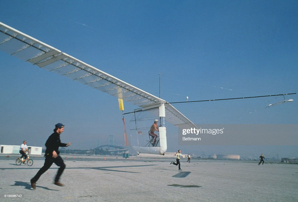 People Running Next to Aircraft : News Photo