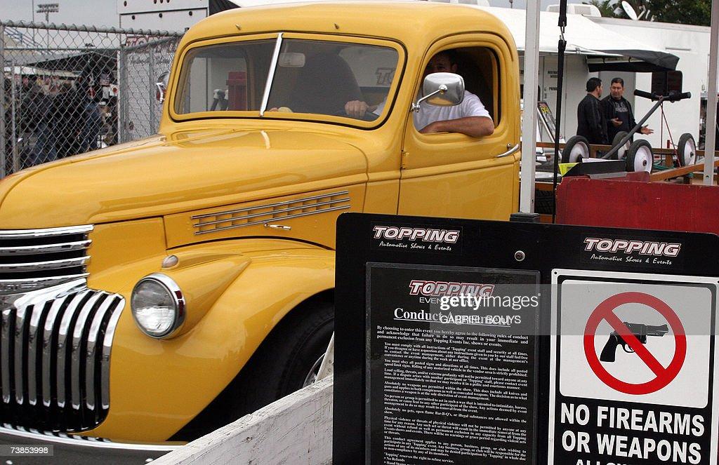 Beach'sCaliforniaAntique Truck Chevrolet Old Leaves An Long QdthrsC