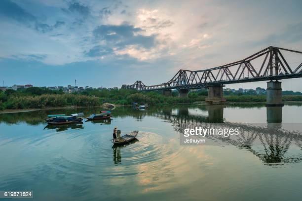 long bien bridge, hanoi, vietnam - ハノイ ストックフォトと画像