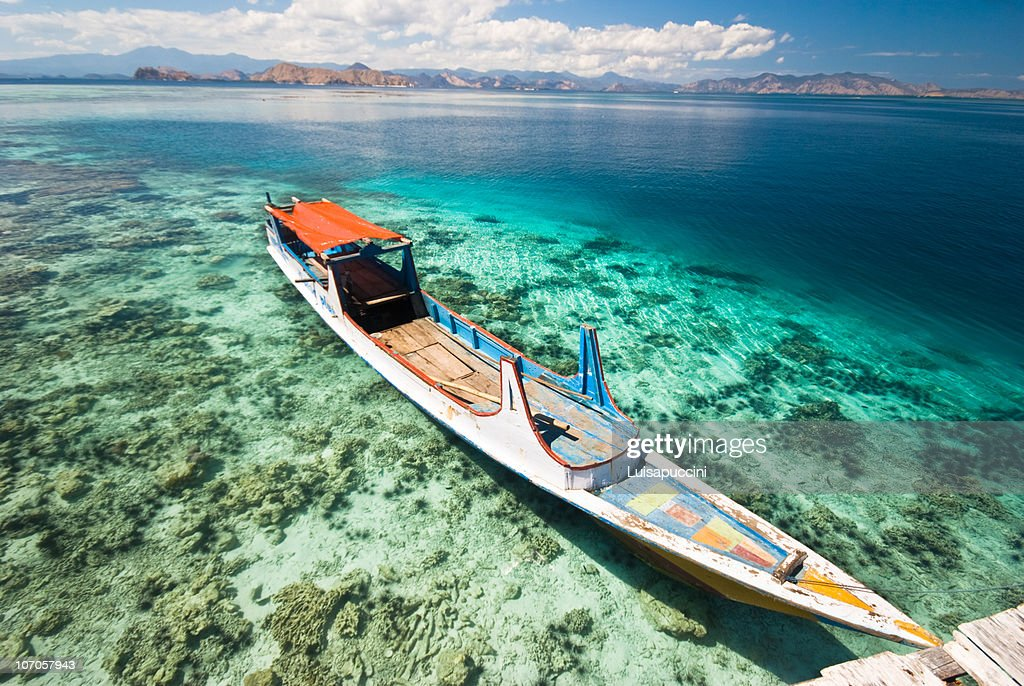 Long boat in Kanawa : Foto stock