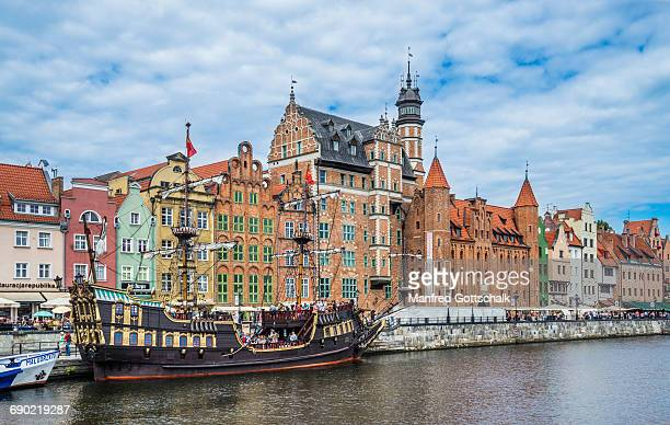 long bridge waterfront gdansk - motlawa river stock pictures, royalty-free photos & images