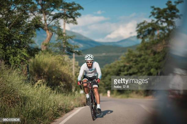 long cyclist tour - road cycling stock pictures, royalty-free photos & images