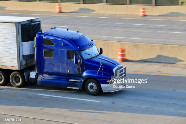 long distance semi truck with sleeping cab and trailer - luggage hold stock pictures, royalty-free photos & images