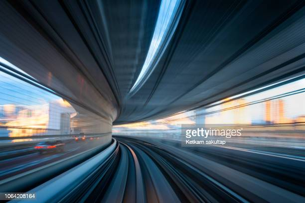 long exposure blurred motion shot from a moving train in tokyo. - 高速列車 ストックフォトと画像
