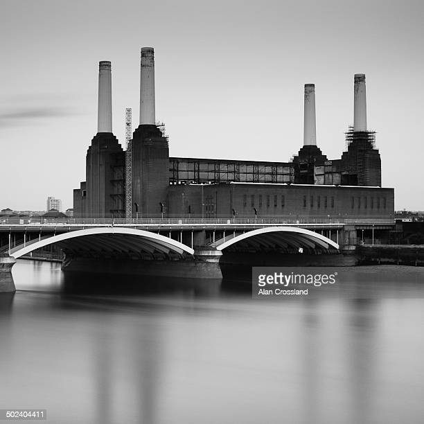 CONTENT] A long exposure image of Battersea powerstation over the river thames taken from Chelsea bridge