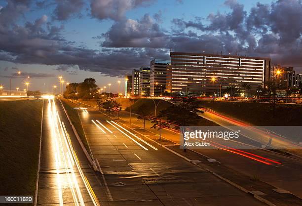 long exposure of evening traffic in brasilia. - alex saberi bildbanksfoton och bilder