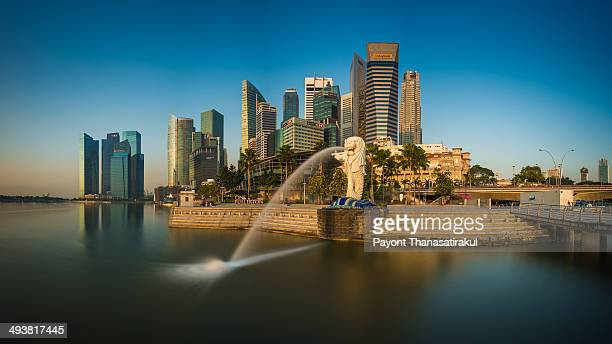 CONTENT] Long exposure of Merlion landmark of Singapore in the morning