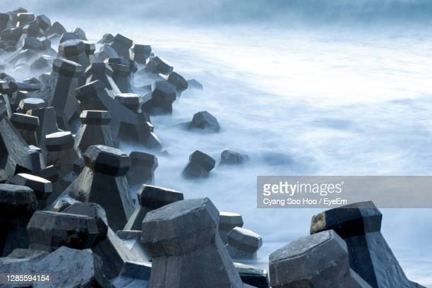 long exposure of pile of stones on the beach of hualien county, taiwan. - hualien county stock pictures, royalty-free photos & images