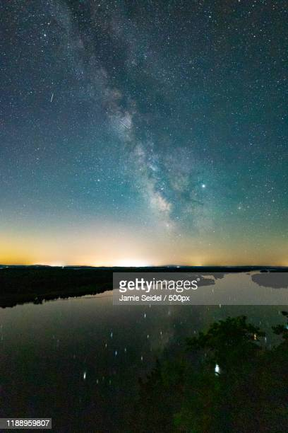 long exposure of starry sky reflecting in water, saukcity, wisconsin, usa - vilas_county,_wisconsin stock pictures, royalty-free photos & images