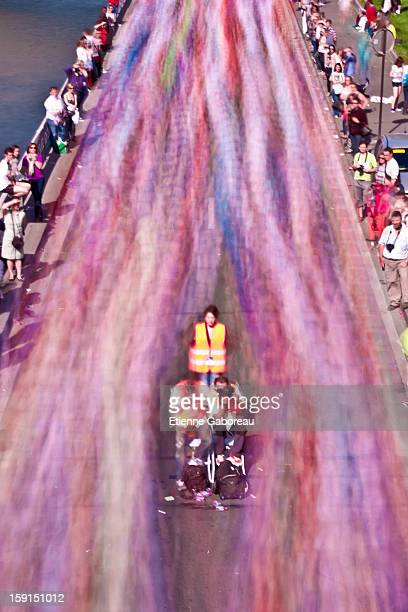 CONTENT] LOng exposure of the crowd running for the 2011 Paris Marathon the long exposure shows a color stream Contrast with the immobility of the...