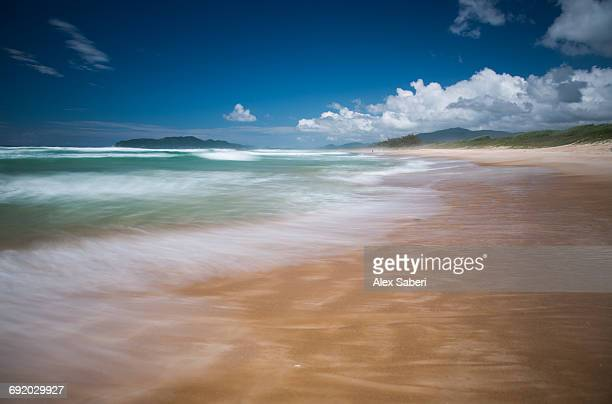 a long exposure of the sea waves on praia de mocambique beach in santa catarina state, brazil. - alex saberi stock pictures, royalty-free photos & images