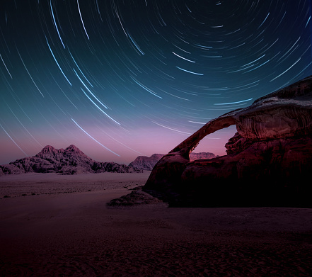 Long exposure of the stars in the Wadi Rum desert of Jordan with natural arch. - gettyimageskorea