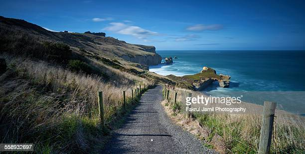 long exposure of tunnel beach, dunedin - dunedin new zealand stock pictures, royalty-free photos & images