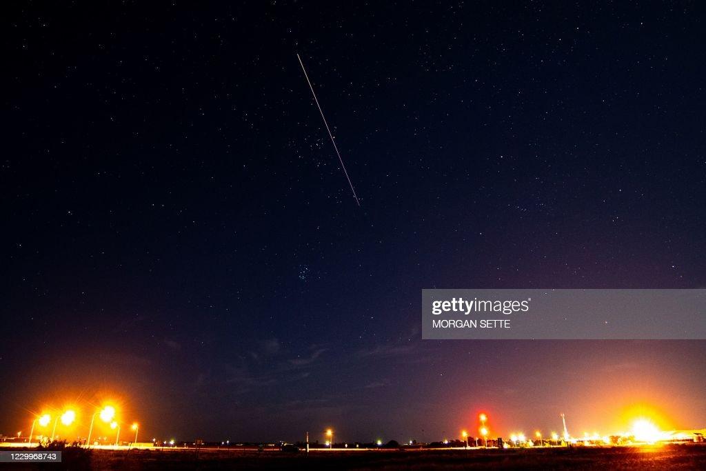 TOPSHOT-AUSTRALIA-JAPAN-SCIENCE-SPACE-ASTEROID-HAYABUSA : News Photo