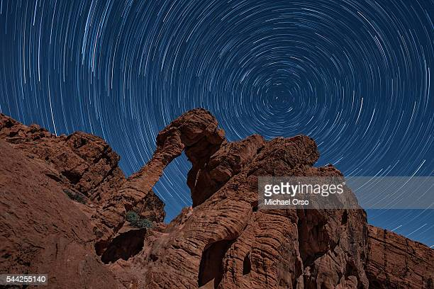 long exposure star trails at elephant rock in valley of fire state park at night. - valley of fire state park stock pictures, royalty-free photos & images