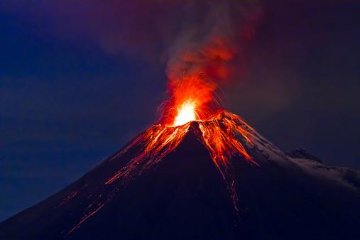Long exposure, Tungurahua volcano with blue skyes 177823786