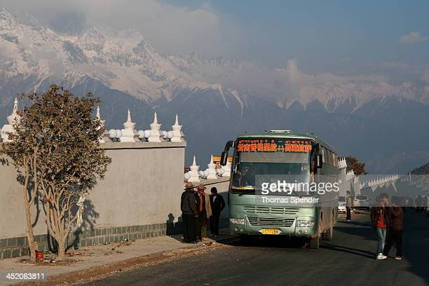 CONTENT] A long haul bus from Xianggelila in Yunnan Province to Lhasa in Tibet stops at a village near Deqin in Yunnan on the border with Tibet