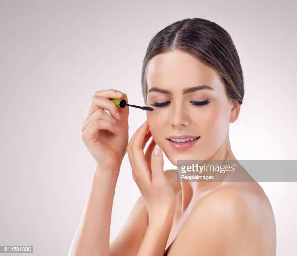 longs cils vont compléter le look - mascara photos et images de collection