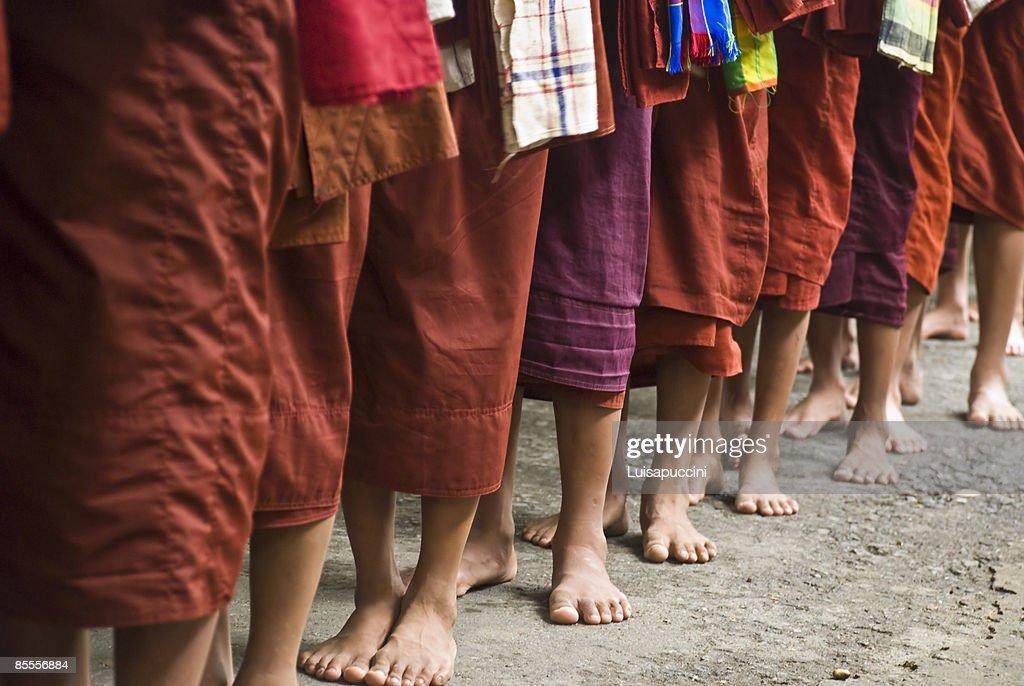 Long line of monks : ストックフォト