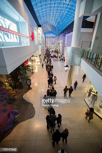 Long lines and big crowds packed the Yorkdale Mall for Boxing Day shopping December 26 2012 RANDY RISLING/TORONTO STAR