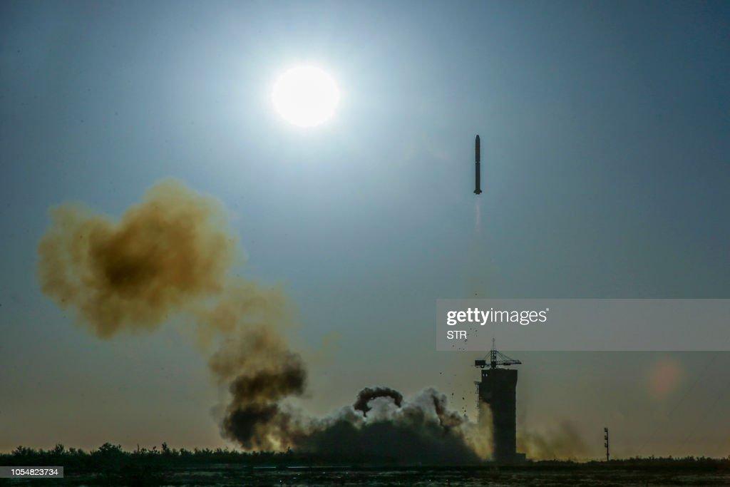 TOPSHOT-CHINA-FRANCE-SATELLITE-CLIMATE : News Photo