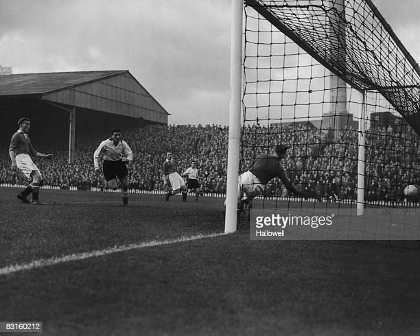A long pass from Sunderland winger Wright and centreforward Ford heads the ball into the net to score the team's winning goal in a 10 game against...
