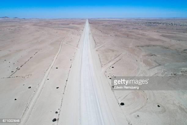 long straight road - descrição geral - fotografias e filmes do acervo