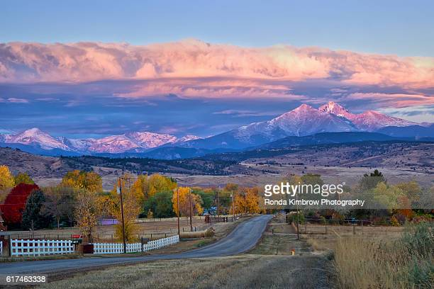 longs peak sunrise over a autumn morning in longmont, colorado - front range mountain range stock pictures, royalty-free photos & images