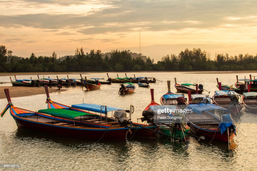 Longtail boat at Bang Ben Beach in sunrise time : Stock-Foto